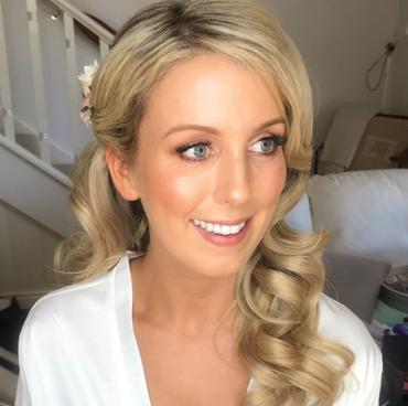 Bridal beauty H+MU by Sophie Knox Image   Instagram @makeupbysophieknox